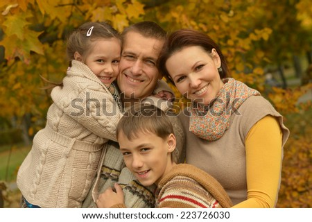 Portrait of friendly family together in autumn park