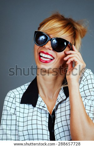 Portrait of smiling young woman with sunglasses