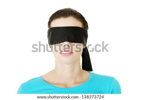 жены с завязанными глазами