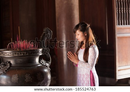 Portrait of young Vietnamese women wearing ao dai