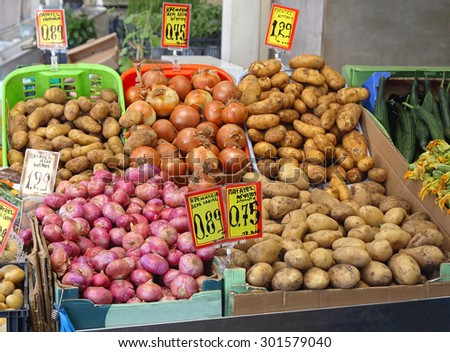Potato and Onion at Farmers Market Stall
