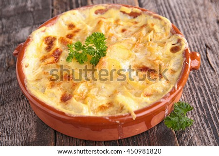 potato gratin with cheese and cream