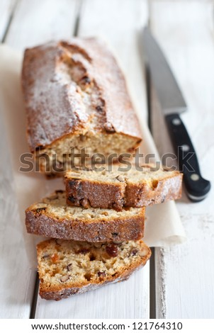 Pound cake with nuts and raisins