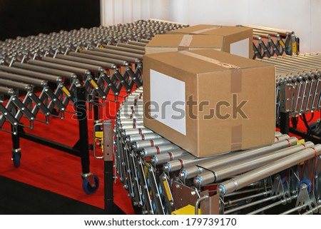 Powered conveyor rollers for box transfer in factory