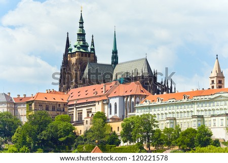 Prague Castle (Residence of the Bohemian princes and kings , after 1918 of the Presidents of the republic) and St Vitus Cathedral. Czech Republic.