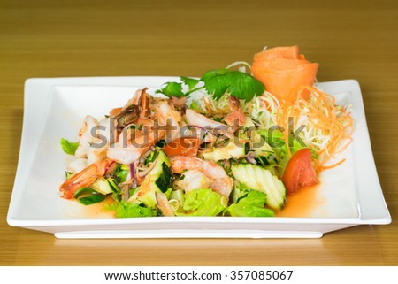 Prawns salad with Thai spices