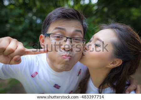 Pre wedding couple at the park