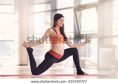 pregnant woman gym fitness exercise