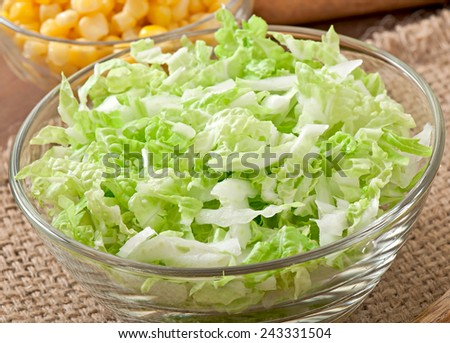 Preparation of salad from Chinese cabbage and sweet corn