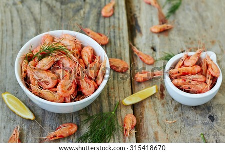 Prepared shrimp with lemon - stock photo