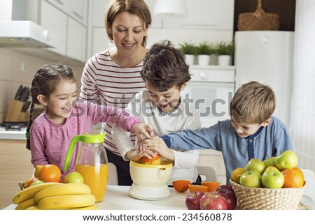 Preparing Orange Juice