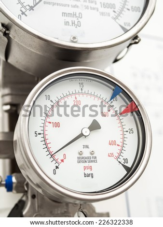 Pressure gauge and level gauge in cryogenic liquid gas supply