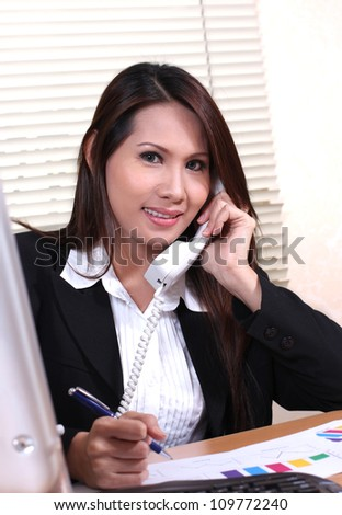 pretty business woman smiling with telephone