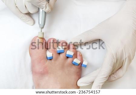 quá trình làm móng chân Có thẩm mỹ viện