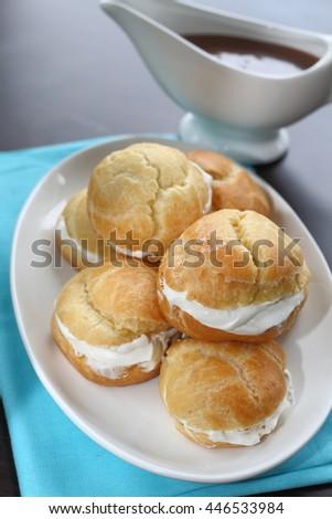 Profiteroles with cream caramel sauce
