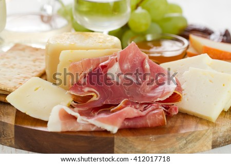 prosciutto with cheese, grapes and white wine