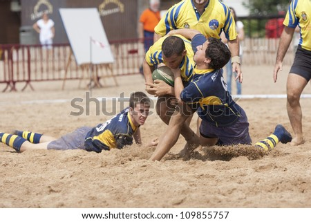 "PUERTO REAL, CADIZ, SPAIN - OCTOBER 17: Attack of ""Cadiz"", yellow, Against the team of ""Zafra"" blue in the tournament ""Villa de Puerto Real."" October 17, 2011 in Puerto Real, Cadiz, Spain"