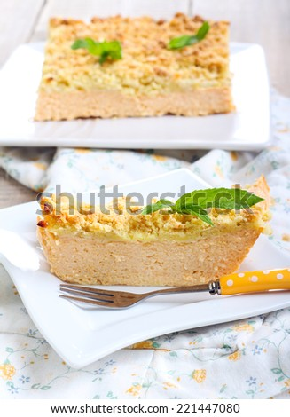 Pumpkin cheesecake with streusel topping
