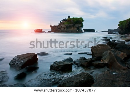 Pura Tanah Lot is one of the most popular and recognizable tourist sights of Bali. This Temple and the area is famous for its dramatic sunsets.