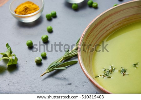 Pureed pea soup with spices, fresh mint and garlic (vegan, vegetarian)