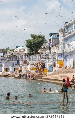 PUSHKAR, INDIA - SEPTEMBER 14, 2014: Unidentified people at Pushkar Lake