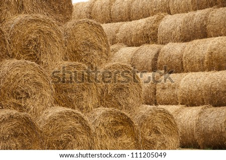 pyramid of straw bales