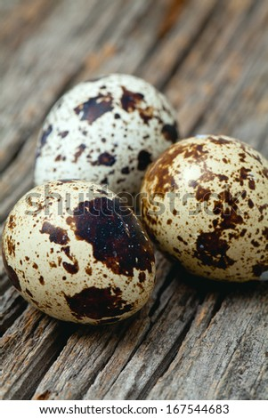 quail eggs on a wooden surface