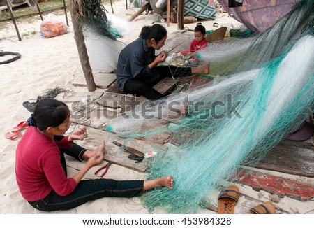 QUANG BINH, Vietnam, July 12, 2016 women, waters Quang Binh, Vietnam, sat knitting fishing nets