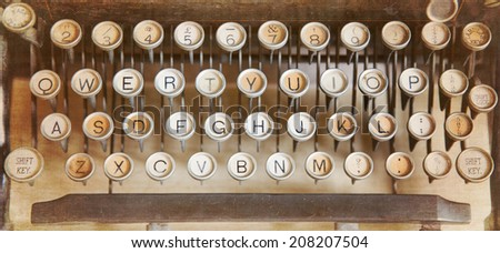 Qwerty keyboard of an antique typewriter