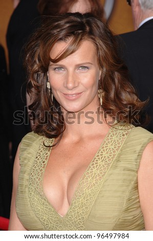 RACHEL GRIFFITHS at the 12th Annual Screen Actors Guild Awards at the Shrine Auditorium, Los Angeles. January 29, 2006  Los Angeles, CA.  2006 Paul Smith / Featureflash
