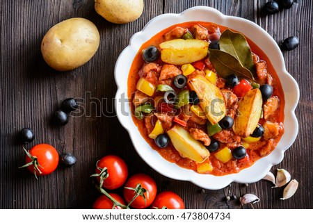 Ragu with sliced pork, tricolor pepper, black olives and fried potatoes