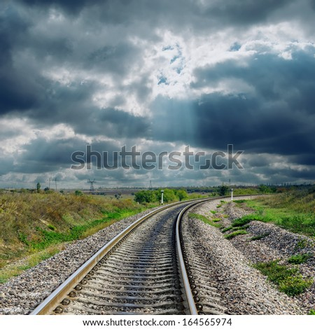 railroad goes to dramatic horizon