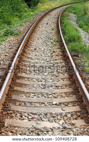 Railway line disappearing into a curve