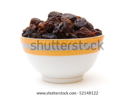 raisins in cup isoalated on white