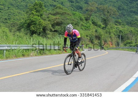 Ratchaburi October 2015: Suan Phung everyone up and used bikes, exercise fairway. And up the mountain to reduce fuel use, global warming, October 18, 2015 in Thailand.