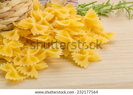 Raw Farfalle with oil and herbs