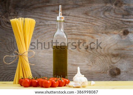 Raw pasta with tomato, garlic and olive oil