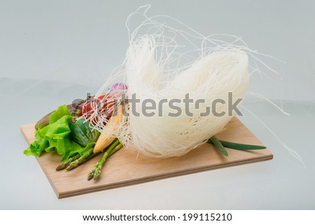 Raw rice noodles with asparagus and vegetables