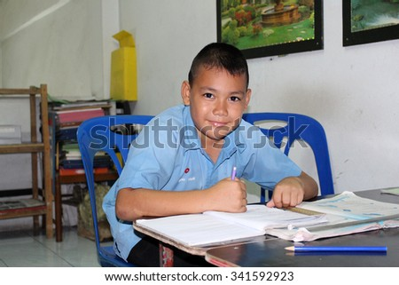 RAYONG, THAILAND - NOVEMBER 21 : Unidentified Thai student doing his exercise while Thai government is trying to reform Thai educational system in 2015.