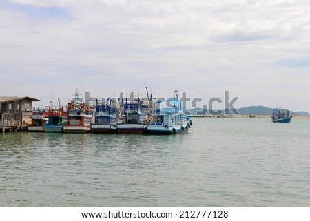 RAYONG, THAILAND - OCTOBER 21 : Fishing Boat and Boat park for visitors to the harbor on October 21, 2013 in the harbor, Rayong, Thailand
