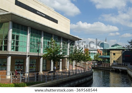 READING, BERKSHIRE - SEPTEMBER 10, 2015:  Pedestrians walking along the banks of the River Kennet as it passes through the Oracle Shopping Centre in the Berkshire town of Reading on a sunny day. - stock photo