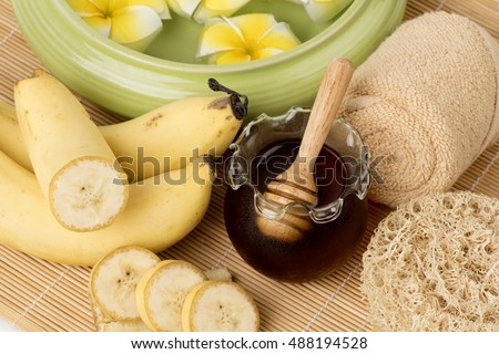Recipe face mask: the banana and honey for soft skin.