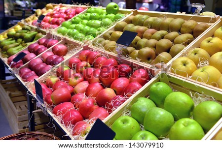 Red and green apple fruits in a supermarket - stock photo
