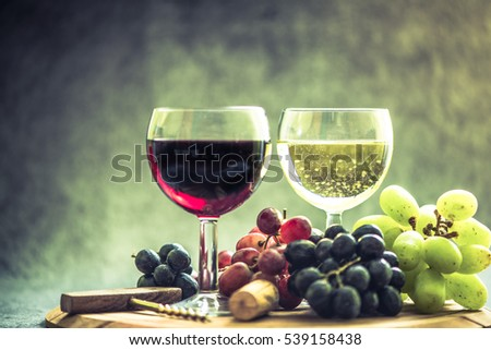 red and white wine glass, with fresh grapes from winery