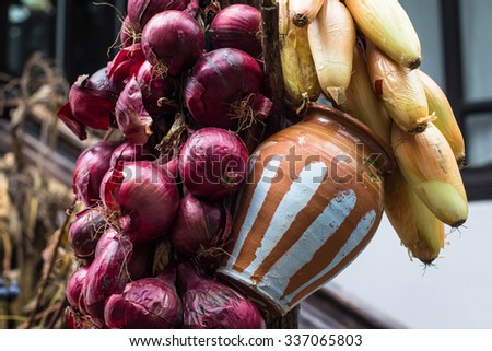 Red and yellow onions in a nice rustic arrangement