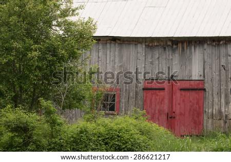 Red Barn Door (taken from road side)