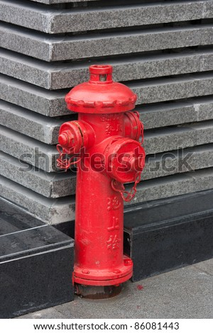 "Red fire hydrant with Chinese letters ""fire hydrant"""