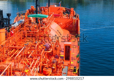 Red Liquefied Petroleum Gas tanker does mooring operations