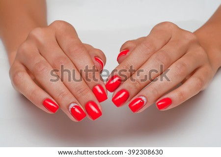 red manicure with white roses and crystal
