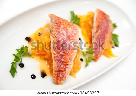 Red mullet with mango, papaya and green pepper